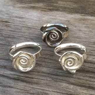 Stiliserte roser - oksidert eller blankt sølv