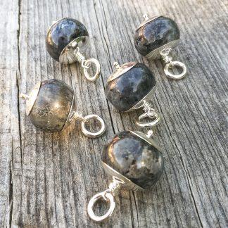 Smykke i norsk stein - Larvikitt fra Larvik